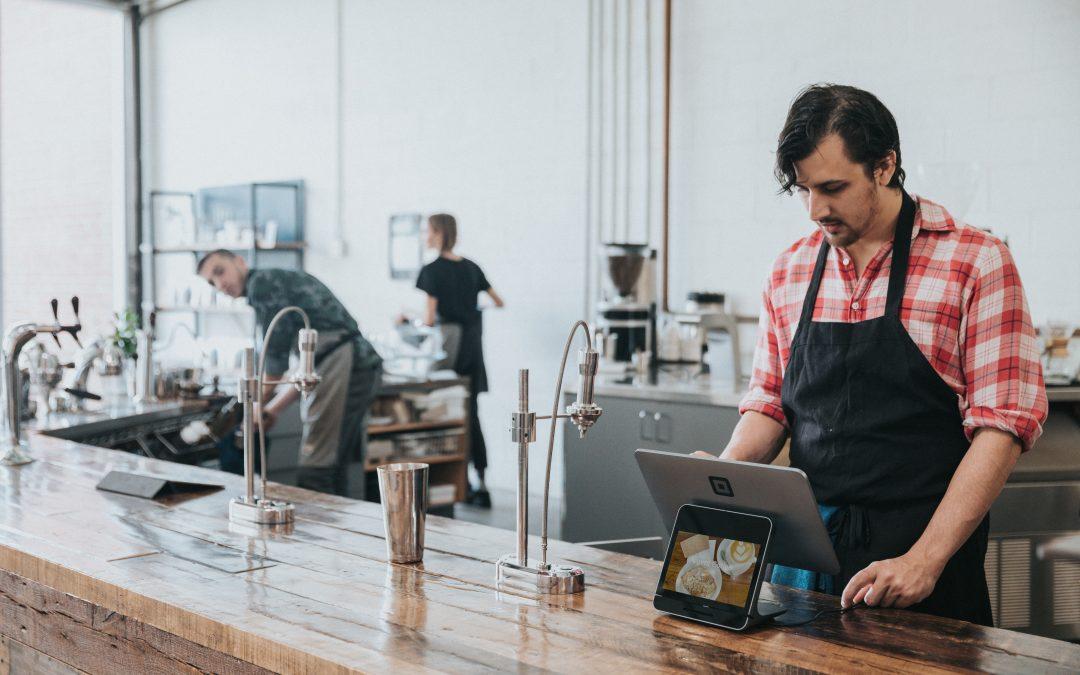 Produk Cetak F&B yang Harus Pemilik Restoran Miliki