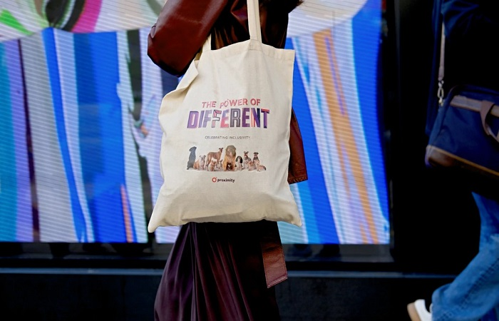 Berbelanja lebih nyaman dengan memakai tote bag